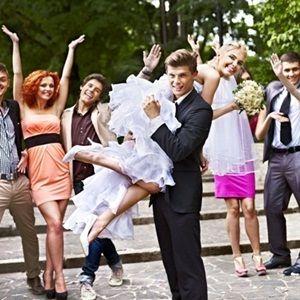 意外と大変!おすすめ家族一式結婚式の服を見ていきましょう!のサムネイル画像