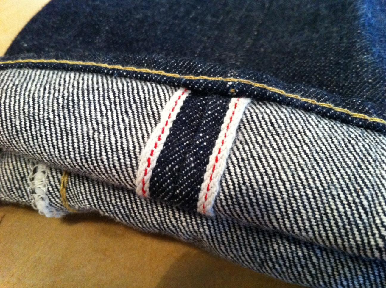 1本は持っておきたい、ユニクロのセルビッチジーンズをチェックのサムネイル画像