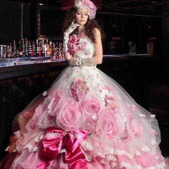 ウェディングドレスの人気カラーは?今年流行のデザインは?のサムネイル画像