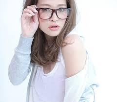 おしゃれ「メガネ女子」を目指したい!似合うメガネの選び方のサムネイル画像