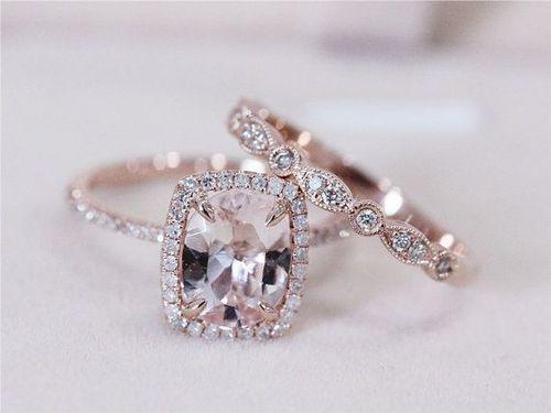 【人気の婚約指輪】ふたりの永遠の愛を象徴する輝くダイヤモンドのサムネイル画像