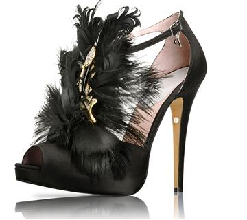 いろんな顔を表現できる黒靴を特集。サンダル、パンプス、ブーツetc.のサムネイル画像