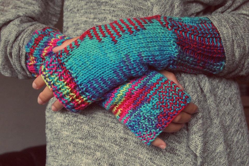 挫折した方も、超初心者でも大丈夫!簡単なセーターの編み方のサムネイル画像