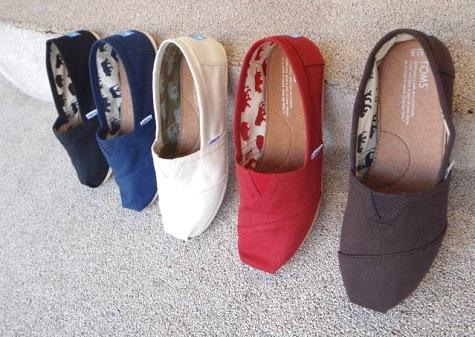 SNSで大人気!しまむらのTOMS風&ロンハーマン風の靴が可愛いのサムネイル画像