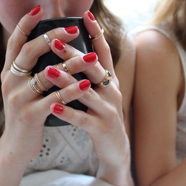 絶対真似したい!みんなのおしゃれな【指輪の重ね付け】をご紹介!のサムネイル画像