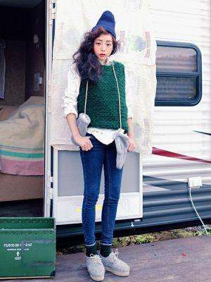 使える!ニットベストの着こなしのバリエーションをマスター☆のサムネイル画像