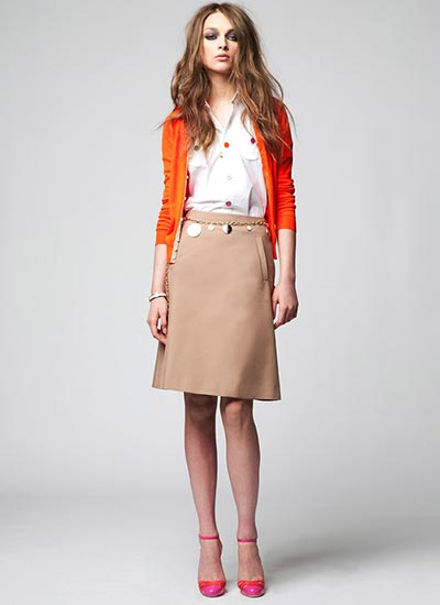 ひざ丈のスカートは大人っぽくなる!コーディネートが素敵!のサムネイル画像
