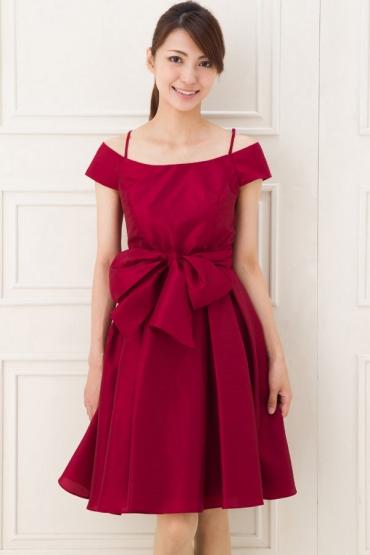 【ドレス 赤】かわいくもカッコよくもなる赤のドレス‼画像集のサムネイル画像