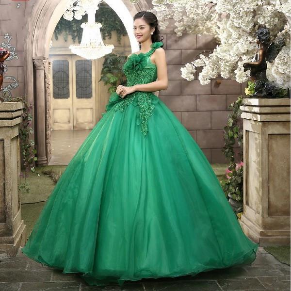 【グリーンドレス】品も華やかさもあるグリーンのドレスでステキに!のサムネイル画像