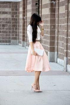 ピンクスカートで女の子コーデを目指す!デートにも大活躍!のサムネイル画像