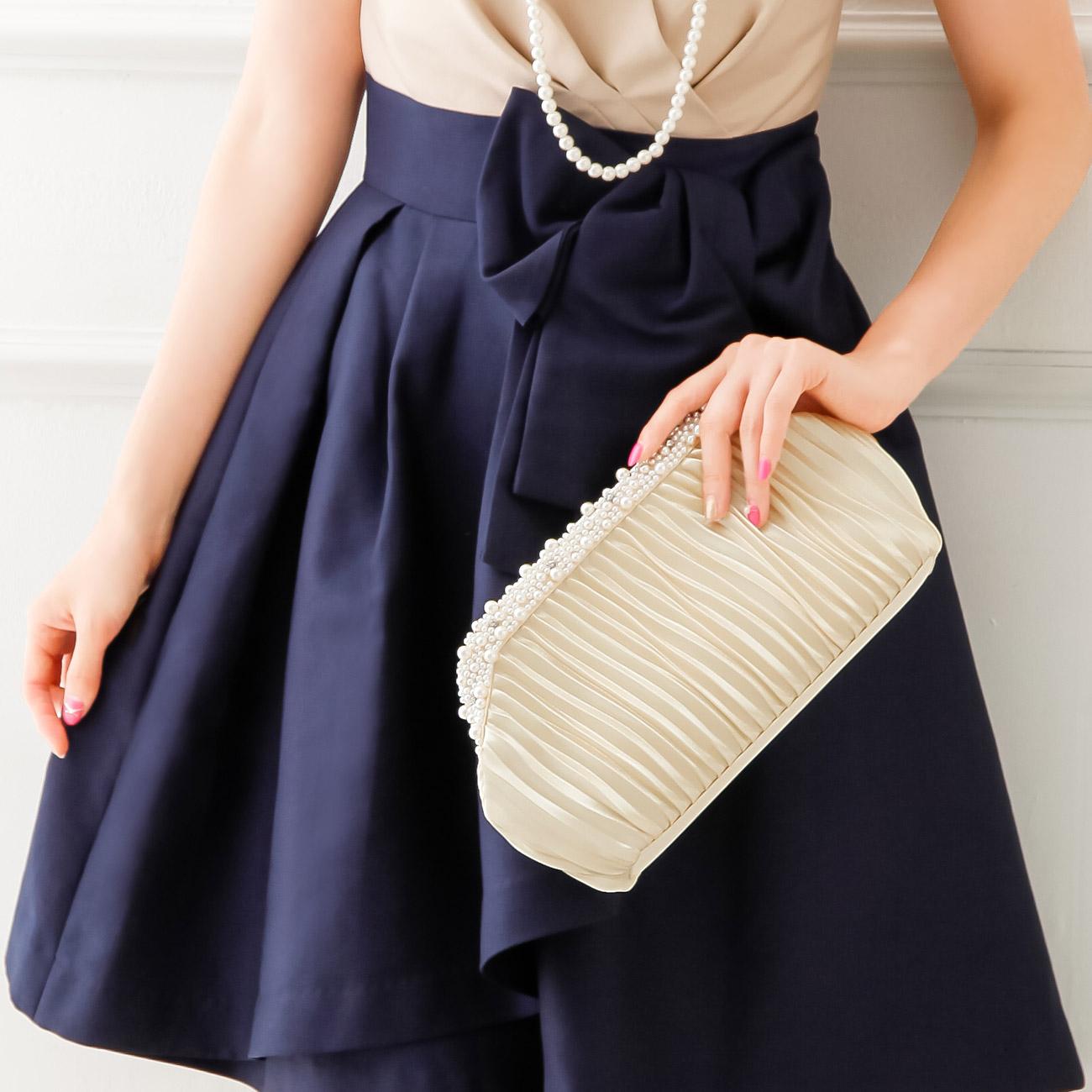結婚式はおしゃれな鞄を持って参列しよう☆人気の結婚式の鞄は?のサムネイル画像