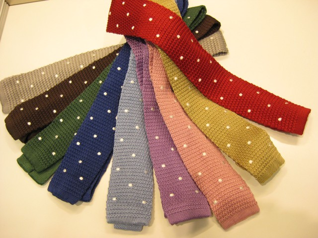 ニットのネクタイがおしゃれ!1つは欲しいニットネクタイまとめのサムネイル画像