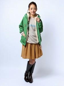 春は緑色のパーカーをチョイス☆おすすめ商品とコーデを紹介!のサムネイル画像