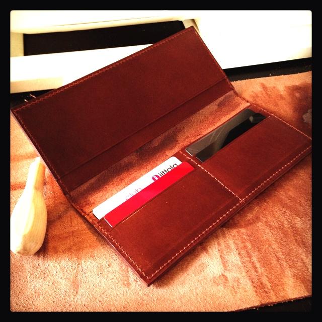意外と知らない おすすめの財布のメーカー 名刺入れのメーカーのサムネイル画像