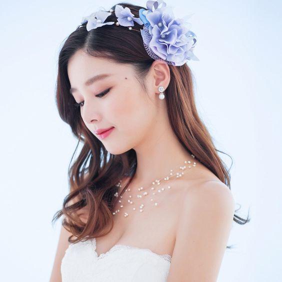可愛すぎる!花冠でオシャレ花嫁をつくる♡花冠×ドレスまとめのサムネイル画像