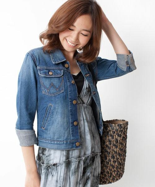 この春はジーンズのジャケットで、大人のこなれ感をアピール!のサムネイル画像