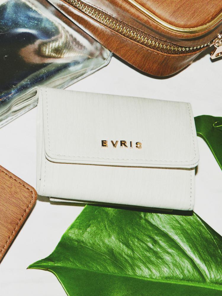 【レディースブランド財布も紹介!】おすすめの二つ折り財布はコレ♪のサムネイル画像