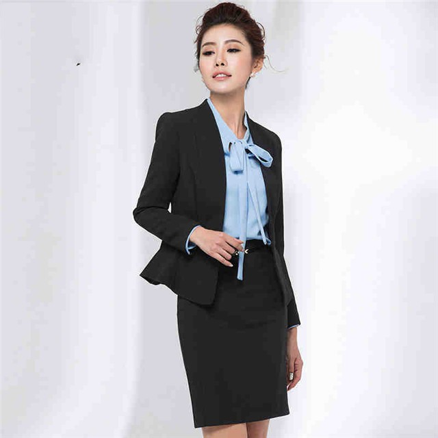 レディーススーツは、シーンごとに人気色で着こなす!スーツ画像集のサムネイル画像