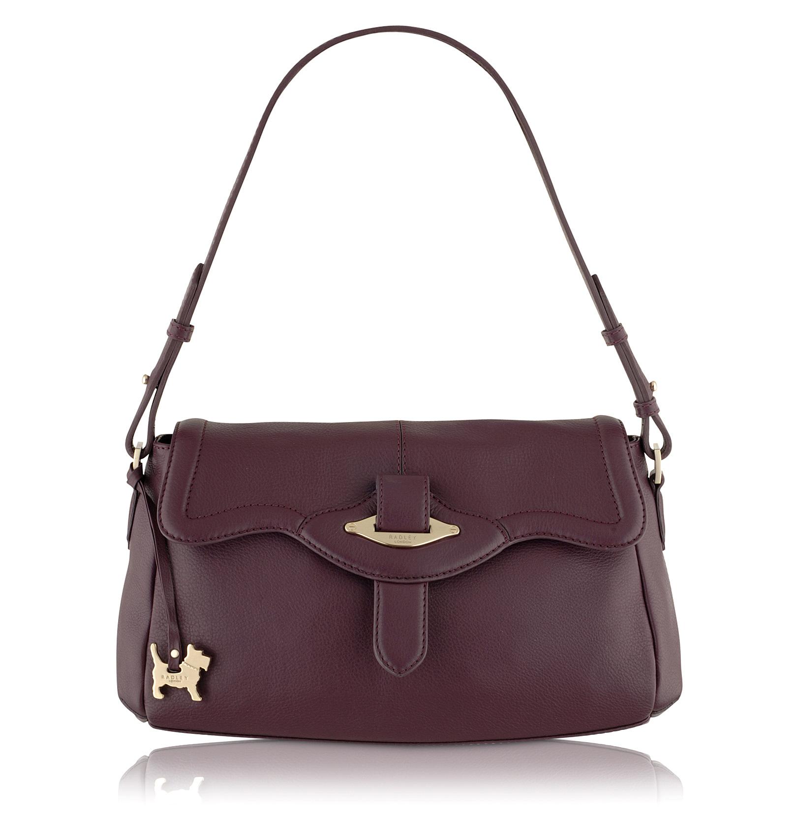 お出かけの時の必須アイテム☆女性におすすめのバッグを紹介します☆のサムネイル画像