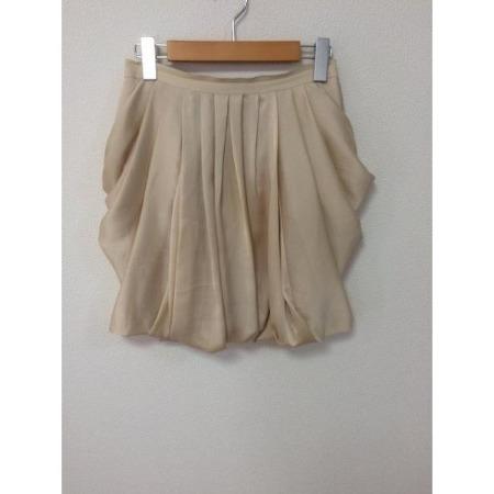 学生服などでも採用されいている定番のスカートプリーツについてのサムネイル画像
