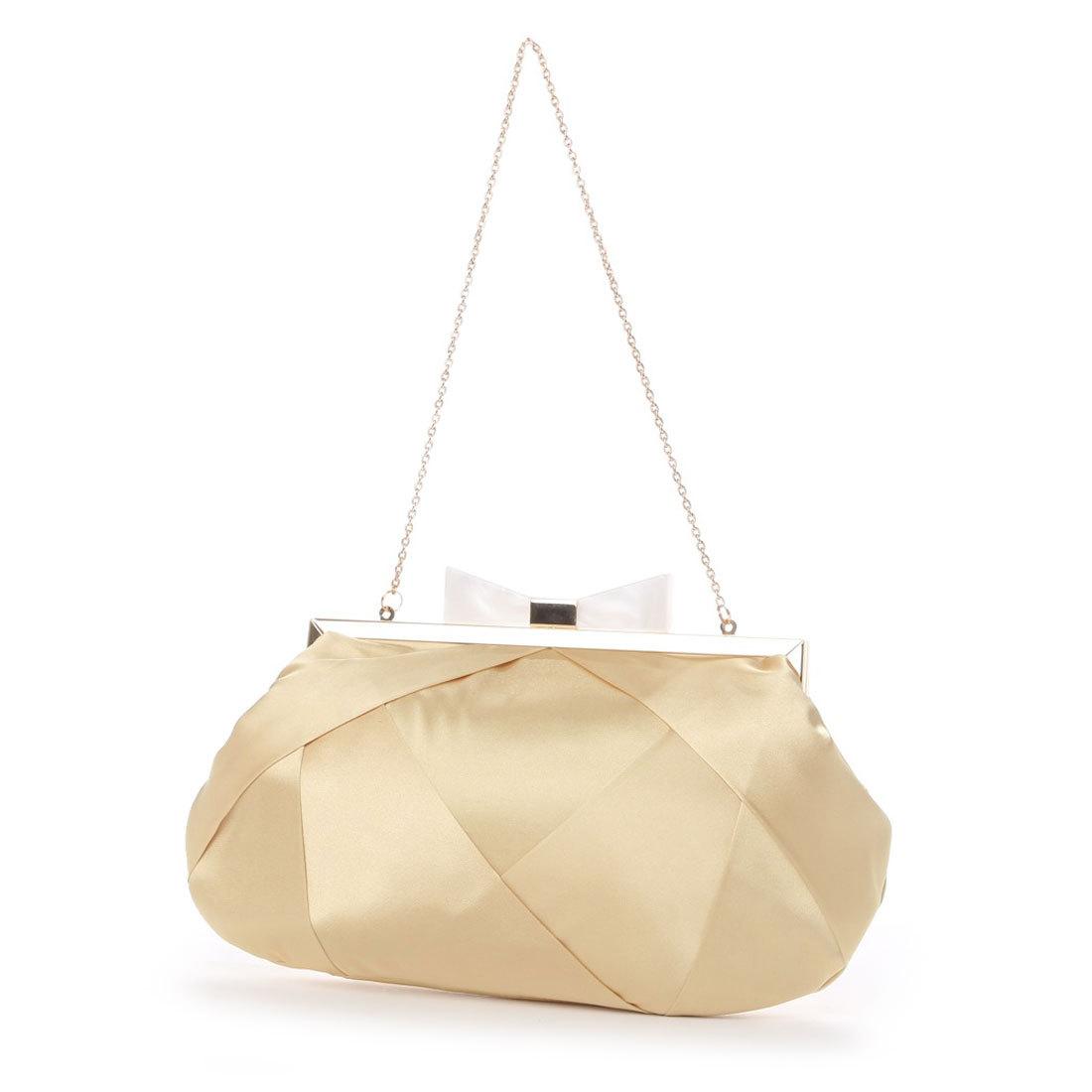普段使いからフォーマルまで意外と使えるゴールドカラーのバッグ。のサムネイル画像