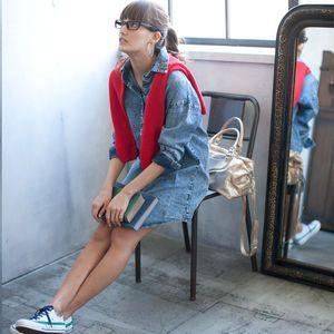 定番!年中使えるダンガリーシャツはレディースマストアイテム☆のサムネイル画像