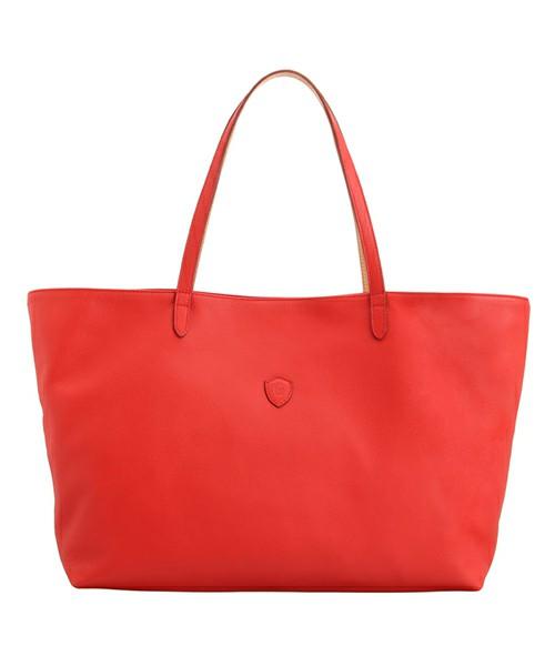 真っ赤なトートバッグはこれからの季節のさし色にぴったり!のサムネイル画像