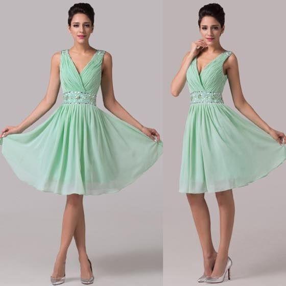 緑のドレスでエレガントに!上品にもカジュアルにもなる緑のドレスのサムネイル画像