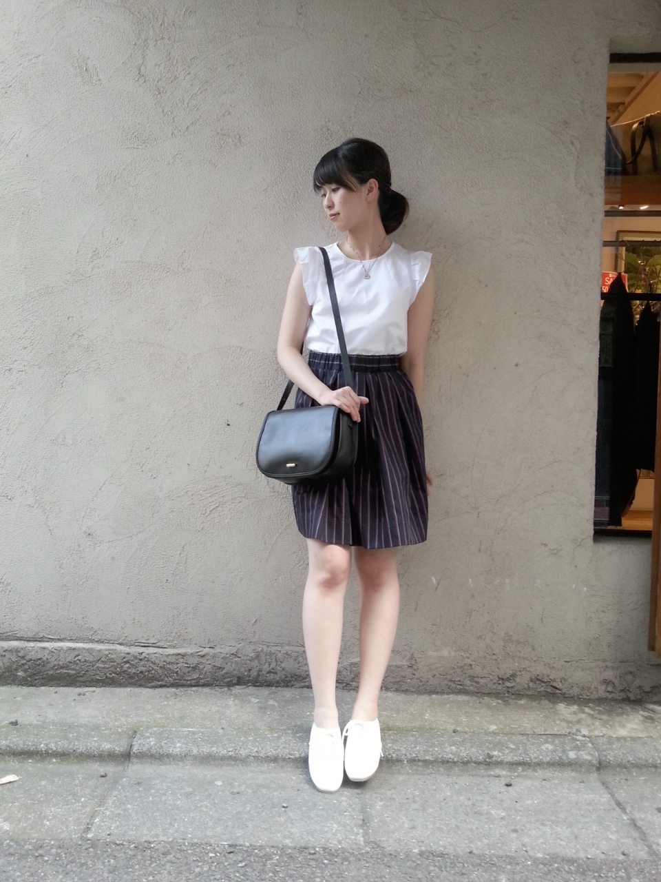 半袖のブラウスはオン・オフ使える優秀ファッションアイテム♡のサムネイル画像