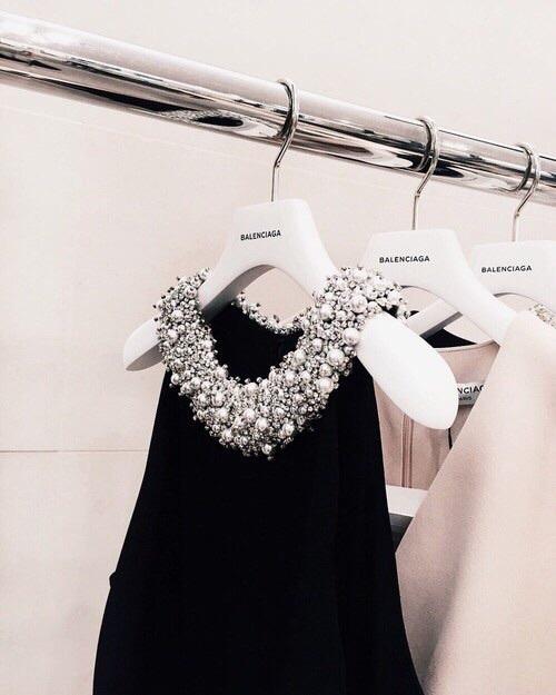 【大学の卒業式の謝恩会!さて どんなドレスで挑もうか♪】のサムネイル画像