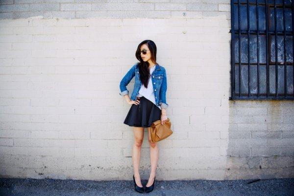 ミニ丈のフレアスカートが可愛い♡女性らしいファッションアイテム♡のサムネイル画像