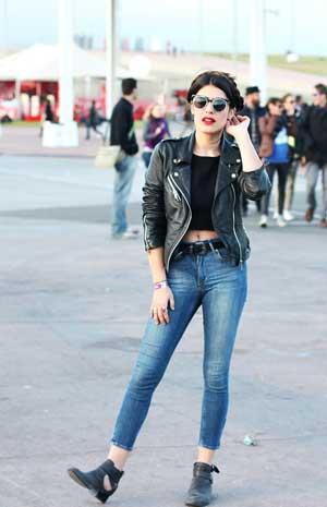 【必見です】黒のトップスが使えるファッションアイテムです!のサムネイル画像