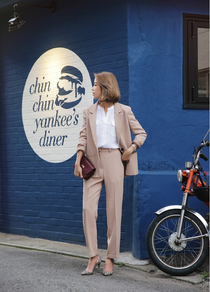 コーデを参考に♡ベージュのジャケットは大人女子の必須アイテム♡のサムネイル画像