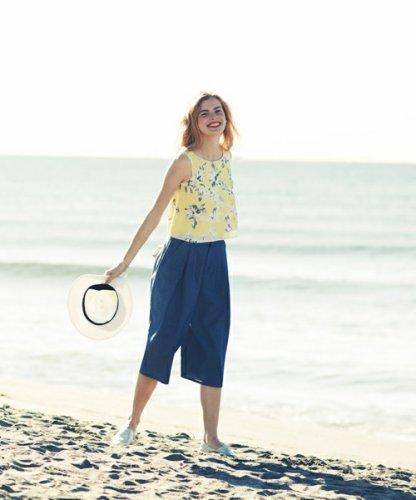 女性にぴったりなタンクトップがおしゃれ♡コーデを参考に♡のサムネイル画像