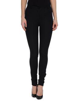 黒のスキニーパンツが使える!絶対必要なファッションアイテム!のサムネイル画像