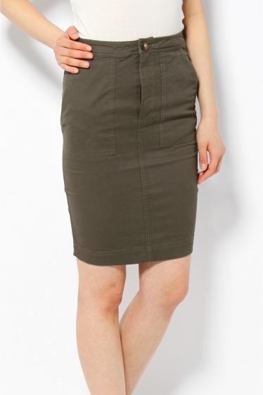 大人の女性を演出!カーキのタイトスカートをおしゃれに着こなそう!のサムネイル画像