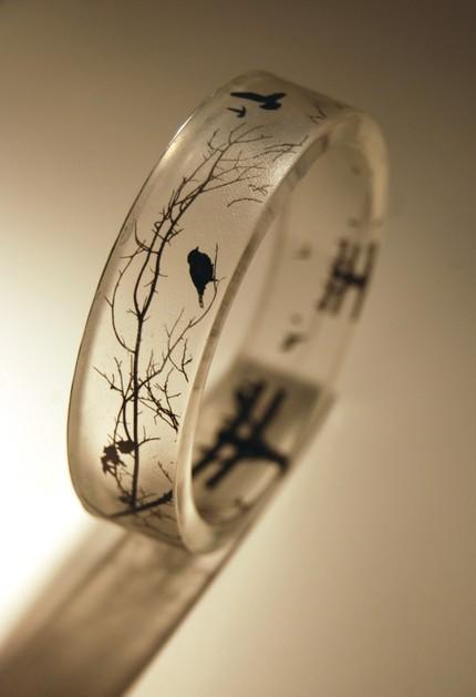 透明樹脂でできたアクセサリーは今年のトレンド、夏にぴったりです!のサムネイル画像