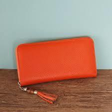 ラウンドファスナー長財布はおしゃれなレディースコーデに欠かせないのサムネイル画像
