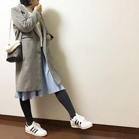 通勤もオシャレに!トレンドはオフィスファッションにスニーカーのサムネイル画像