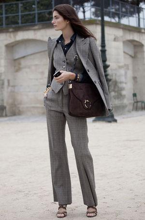 スーツの常識?!似合わない?ここを避けて素敵なスーツ女性になる!のサムネイル画像