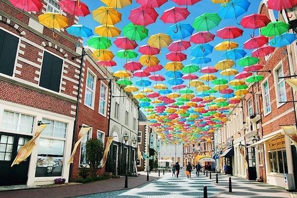 【大きい傘】で雨の日もスマートにお洒落にすごしませんか?のサムネイル画像