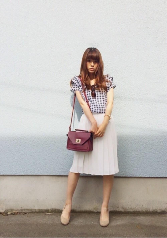 ホワイトのスカートはフェミニンで可愛い♡一気に女子力アップ♡のサムネイル画像