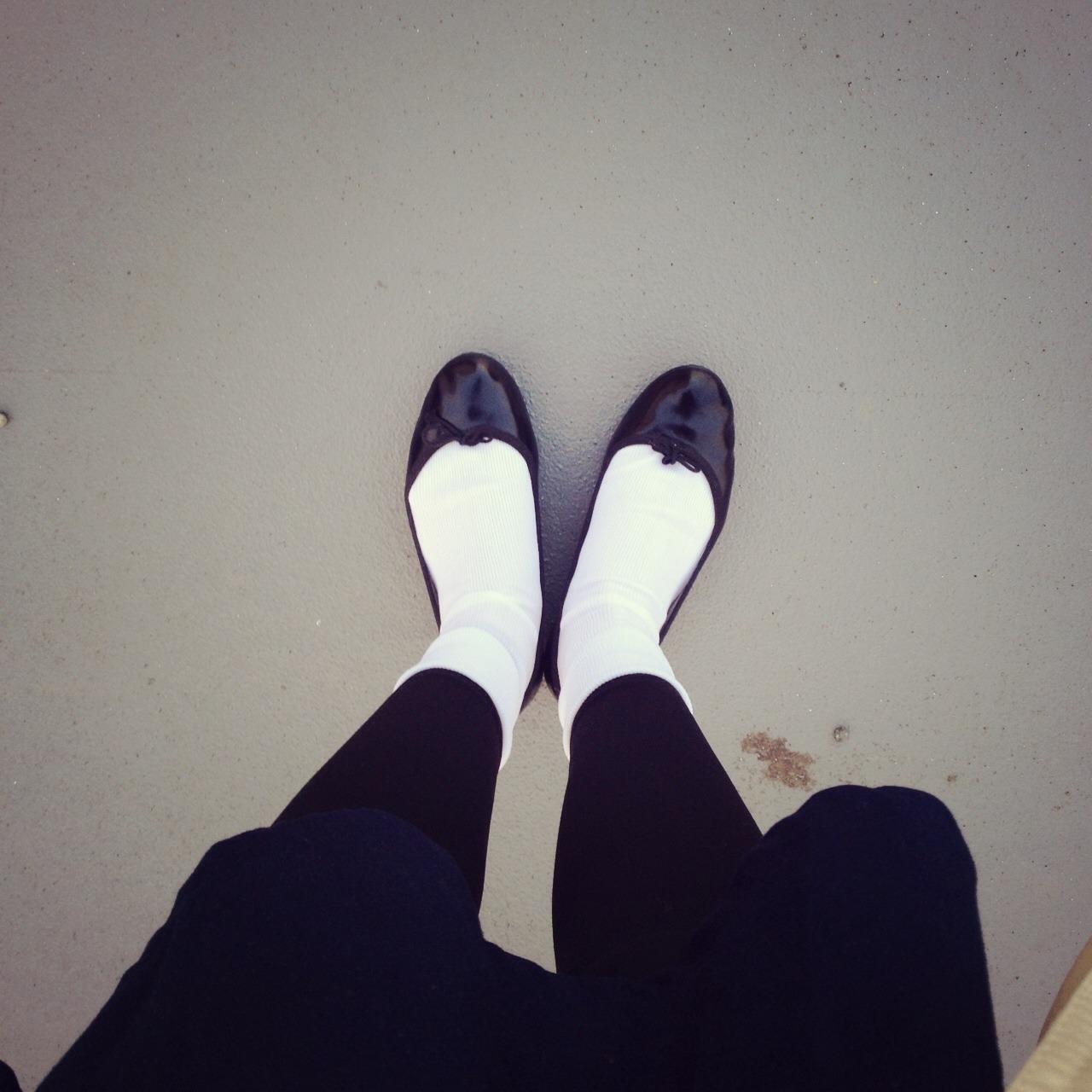 黒タイツ×靴下でオシャレに!冷え対策だけじゃない可愛いをプラス!のサムネイル画像