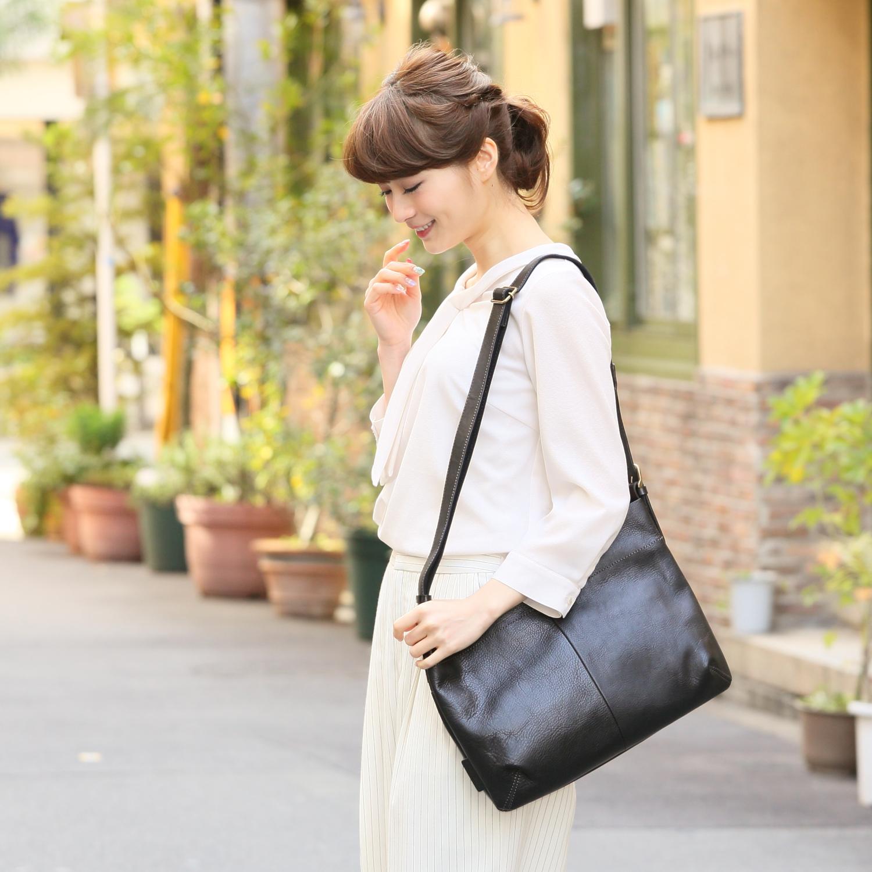 オトナ女性にオススメの本革レディースショルダーバッグをご紹介!のサムネイル画像