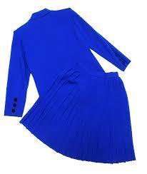 青のスーツは女性を上品でシャープに美しく見せる効果抜群!のサムネイル画像