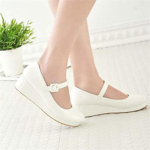 おしゃれな靴を見つけよう!人気のメーカーの靴をご紹介します☆のサムネイル画像