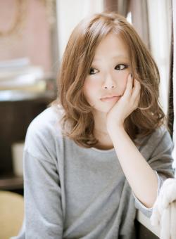 ここ数年のレディースの秋のトレンドファッションをご紹介します☆のサムネイル画像