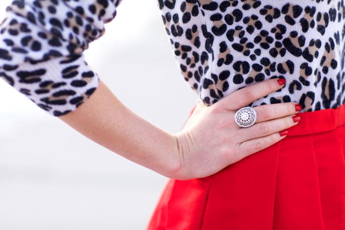 今年レディーストレンドのヒョウ柄コーデ。小物~洋服まで、大人気!のサムネイル画像