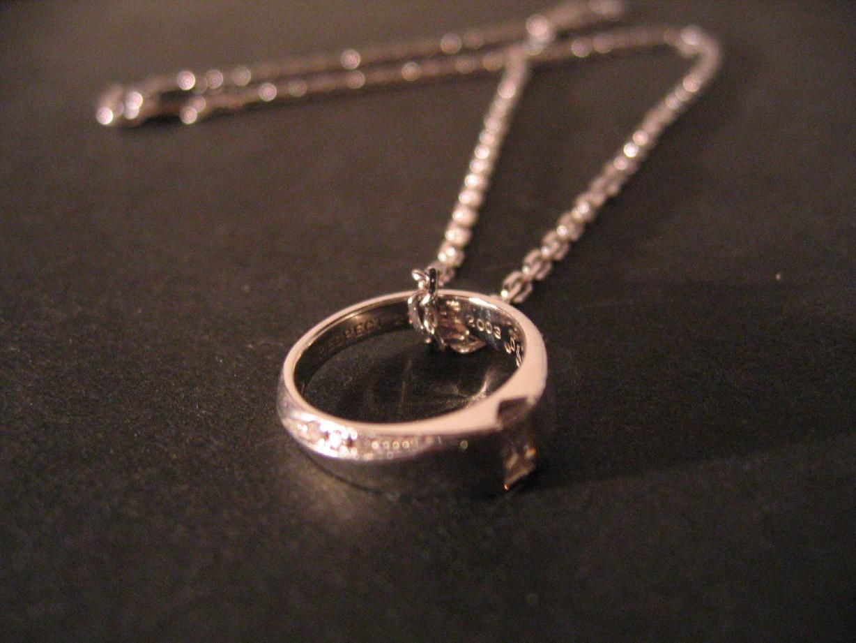 指輪をオシャレなネックレスにしてイメージチェンジしよう♪のサムネイル画像