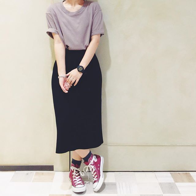 ロングタイトスカートでおしゃれに!おすすめのコーディネート特集のサムネイル画像